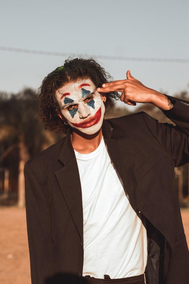 homme déguisement joker batman